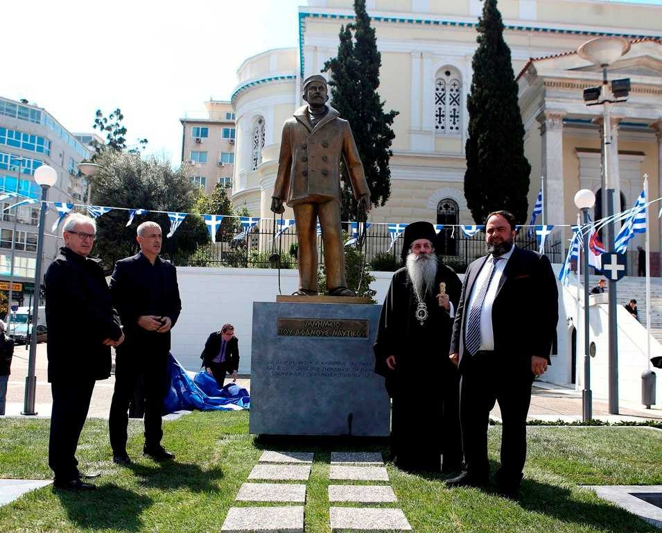 Marinakis donates seafarer monument to Piraeus