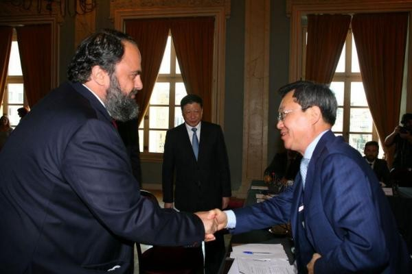 Evangelos Marinakis and Cosco Managing Director Xu Lirong