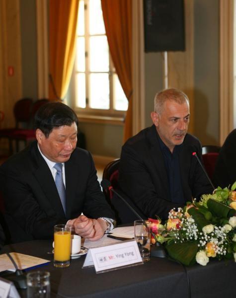 O δήμαρχος Πειραιά, Γιάννης Μώραλης με τον δήμαρχο Σαγκάης, Ying Yong